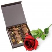 Boite de chocolat et rose rouge