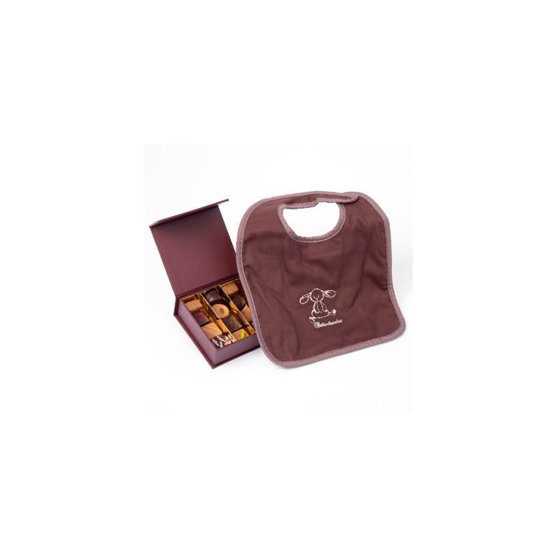 cadeau de naissance bavoir cadeau autour du chocolat d 39 lys couleurs. Black Bedroom Furniture Sets. Home Design Ideas