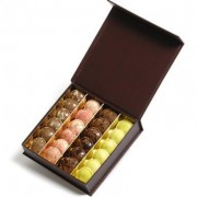 Boite de macarons tout chocolat à faire livrer en 24H en France et en Europe