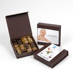 cadeau fête des pères avec une boite de chocolats personnalisée