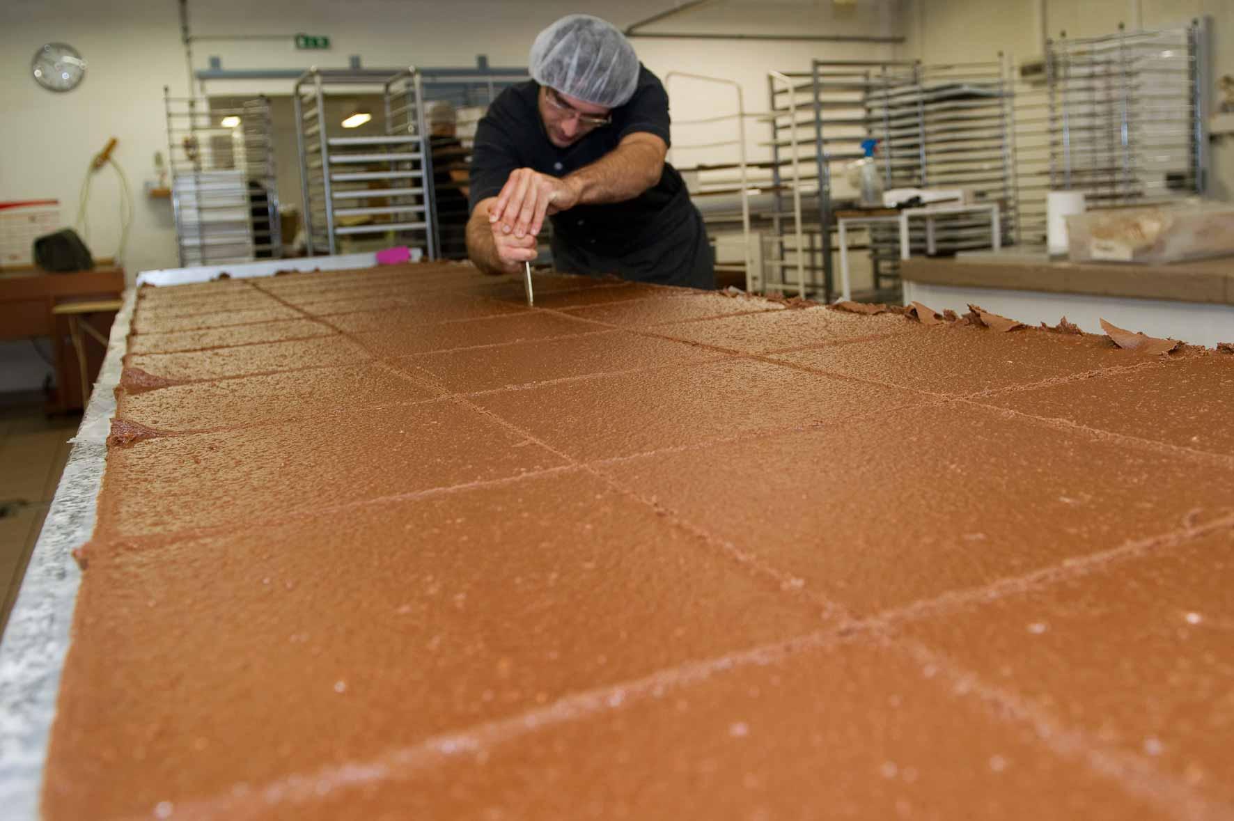 découpe praliné chocolat